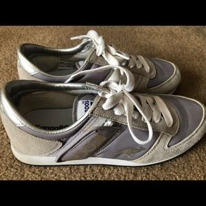 Shoes - Authentic Kangaroo sneakers! Size 8!